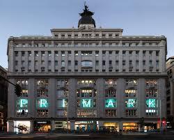 Primark Gran Vía de Madrid, ejemplo de lo que las pantallas de led transparente consiguen. Screenad los especialistas en pantallas de led transparente en España