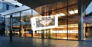 Screenad, especialistas en pantallas de led transparente para escaparates de tiendas, comercios y centros comerciales. La pantalla de led transparente permite la entrada de la luz natural, y aumenta visibilidad y ventas de las tiendas. Screenad hace proyectos llave en mano de pantallas de led transparente para tiendas, comercios y centros comerciales.